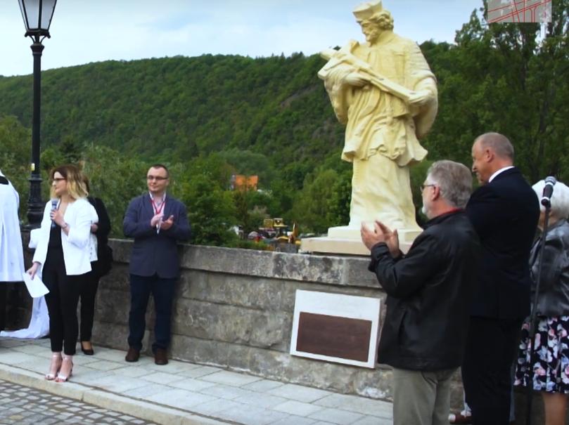 Odsłonięcie rzeźby św. Jana Nepomucena w Bardzie Śląskim